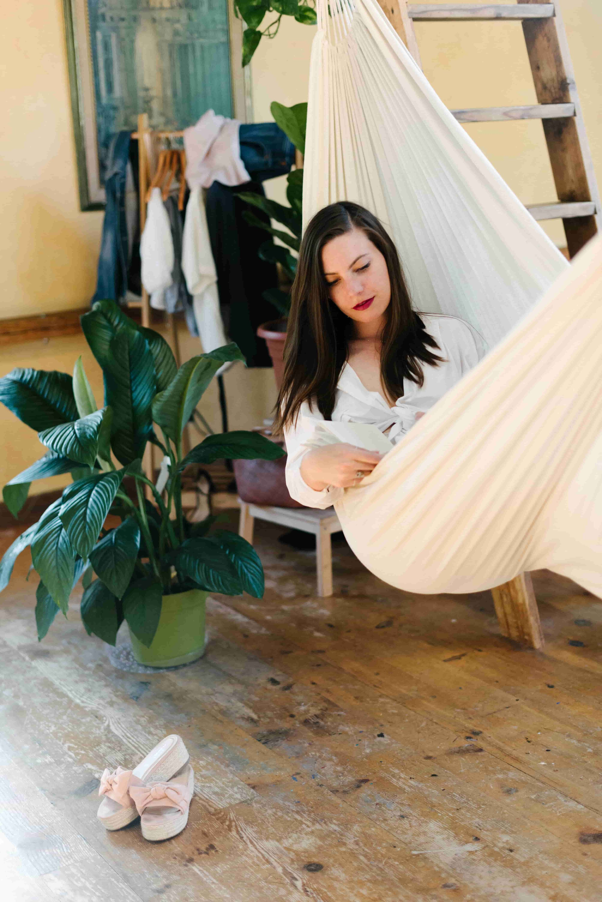 indoor hammock | Sustainable and Cheap - 15 Self-Care Ideas from www.goingzerowaste.com #zerowaste #ecofriendly #gogreen #sustainable #selfcare