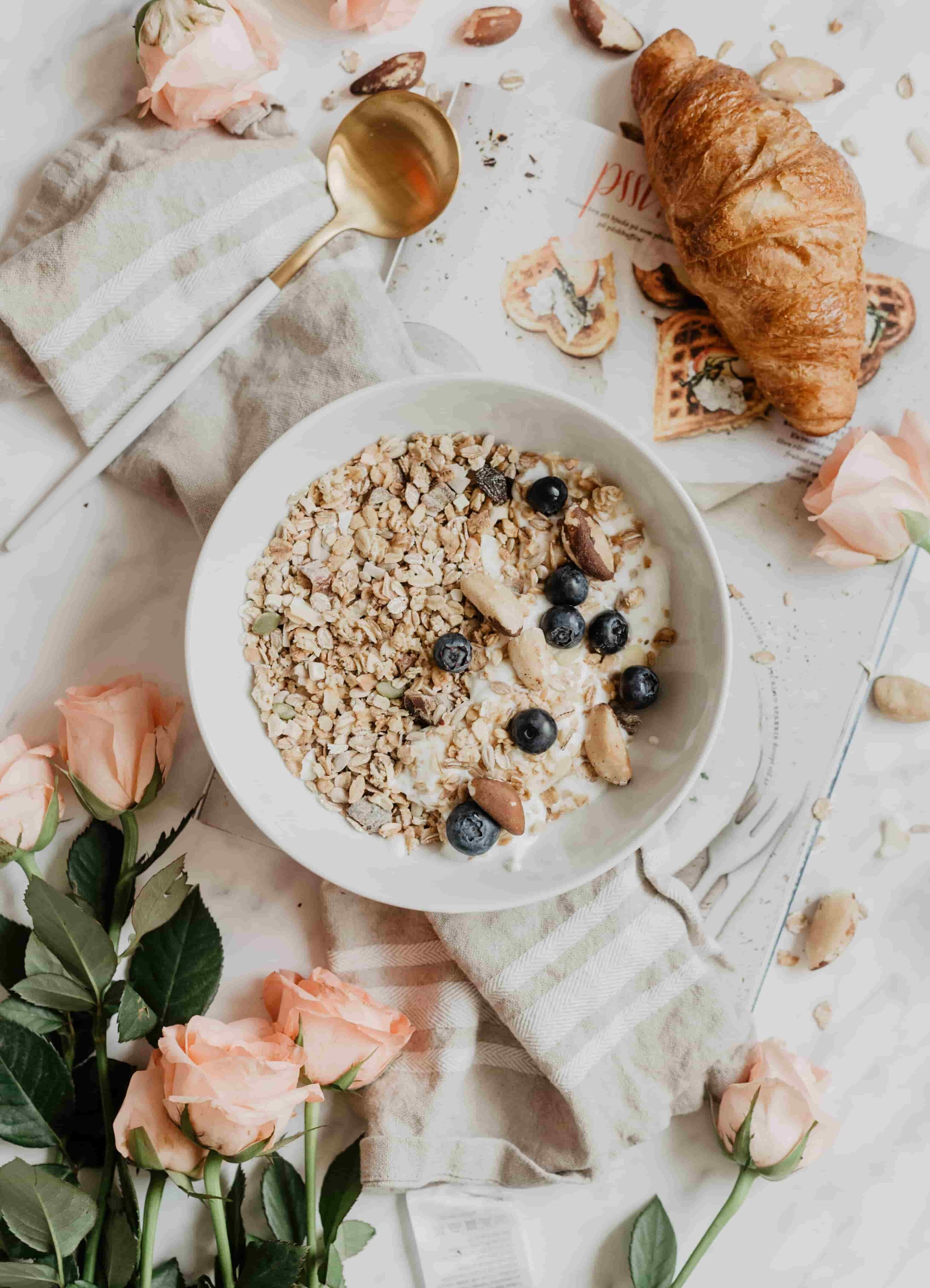Make breakfast! 10 Tips for Staying Zero Waste at Work from www.goingzerowaste.com #zerowaste #ecofriendly #gogreen #sustainable #work #workplace #office