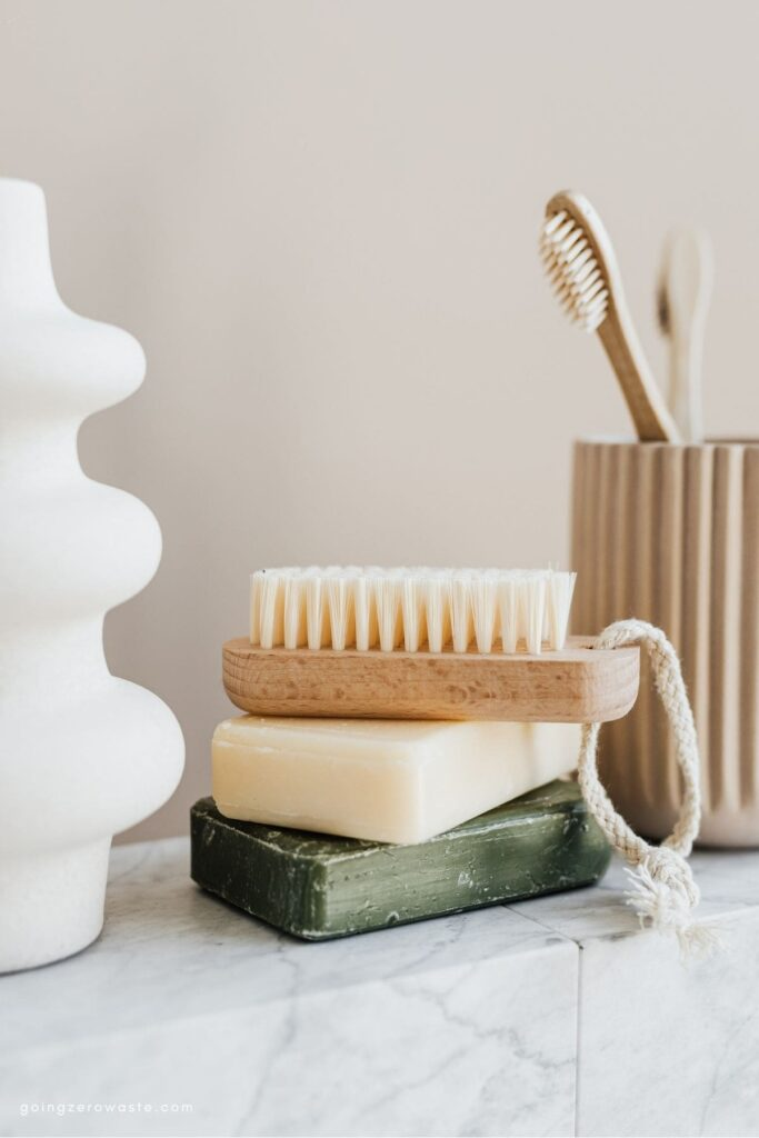 12 Tips for All Natural, Zero Waste Curly Hair from www.goingzerowaste.com #zerowaste #ecofriendly #curlyhair #curlygirl #curlygirlroutine #gogreen #sustainable